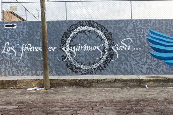 Los jóvenes no seguiremos siendo víctimas de su violencia de Estado, 2015. Intervención mural en en el Bachillerato Sara María Basave de Toxqui en Cholula, Puebla por  Said Dokins, Karas Urbanas y Sortek, Fotografía Leonardo Luna.